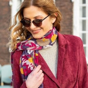 powder-autumn-roses-lady-wearing-scarf