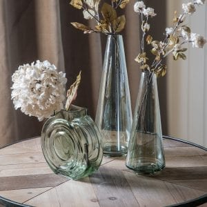 Vintage-dried-ivory-white-hydrangea-bloom-in-glass-vase