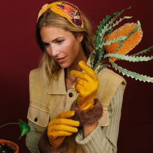 bettina-fuax-suede-gloves-mustard-mink-set